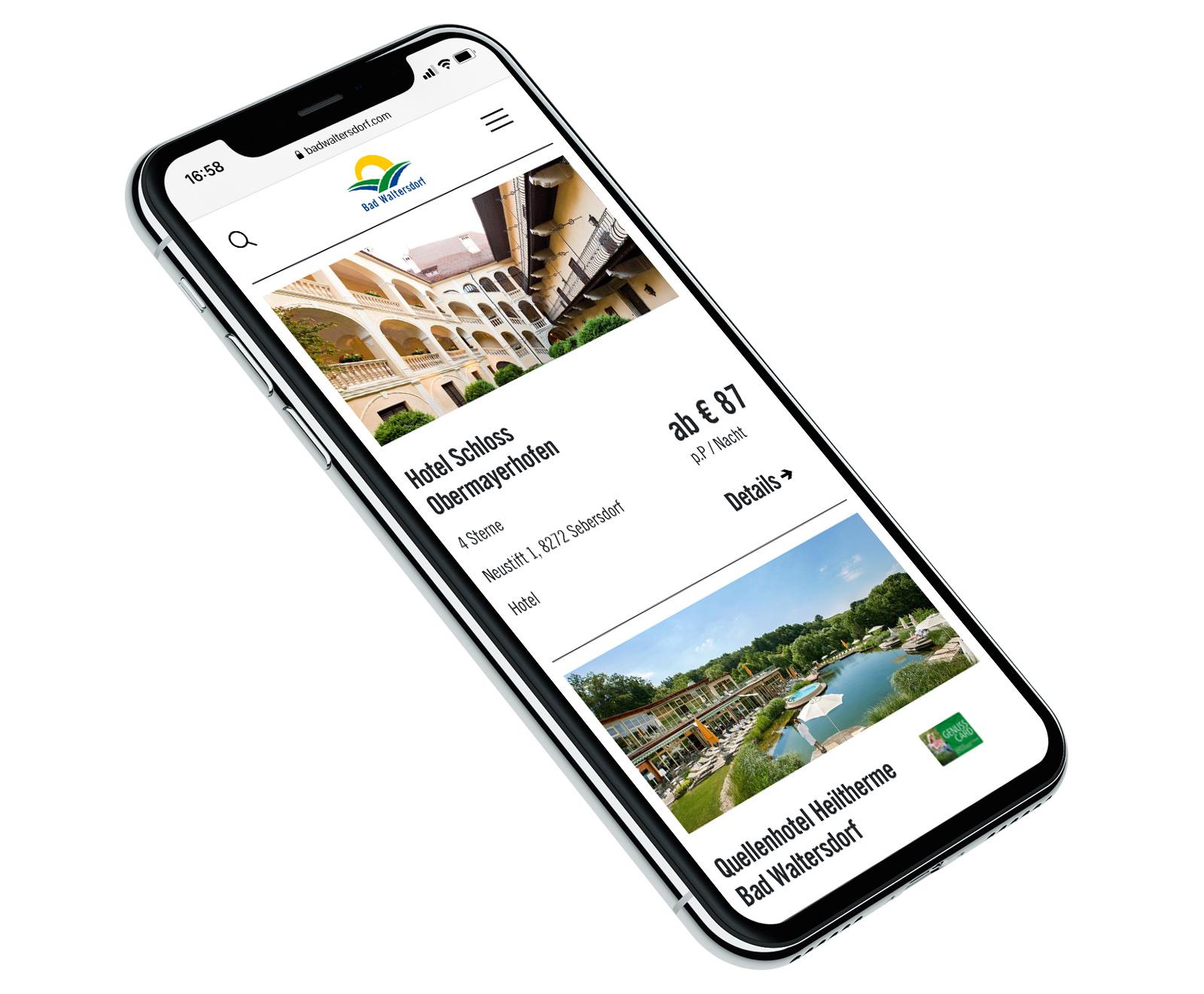 Smartphone mit der Webseite der Tourismusregion Bad Waltersdorf
