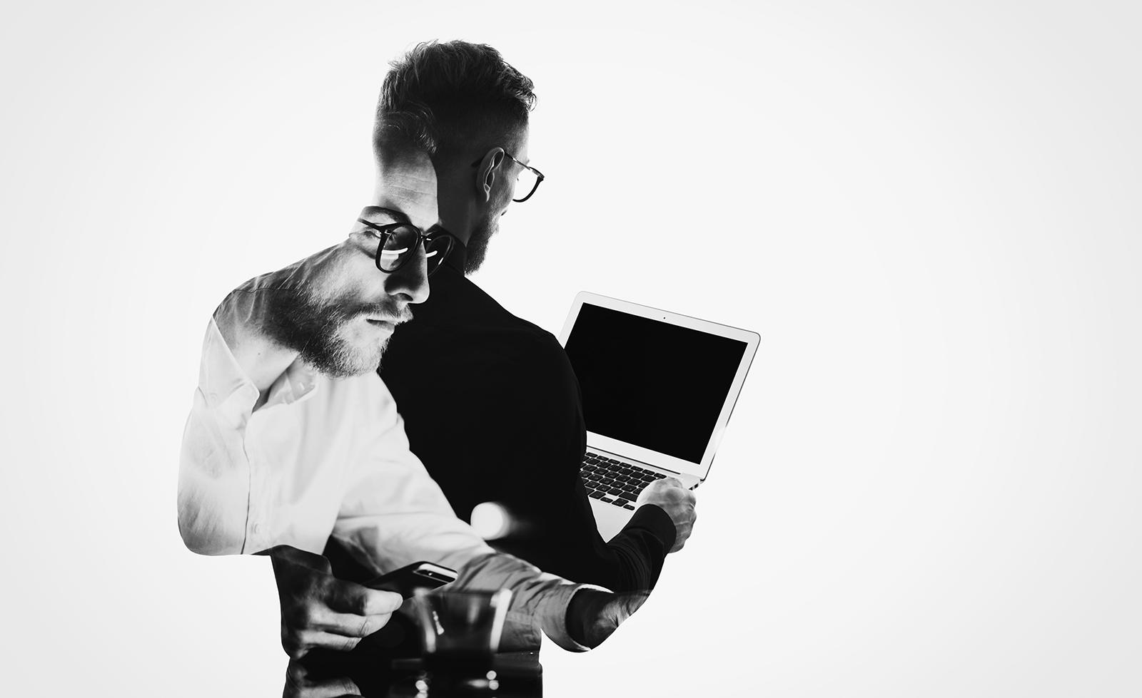 Student der TU Graz bei der Suche an Handy und Laptop Bilder-Collage in Schwarz-weiss