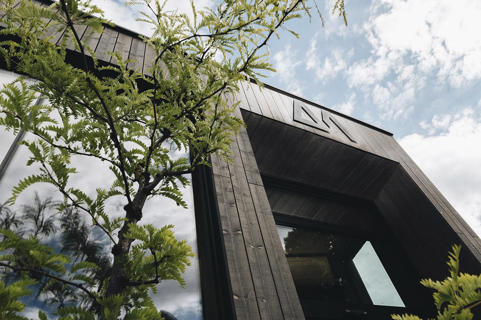 ARX-Boutiquehotel Außenansicht in Rohrmoos mit Baum