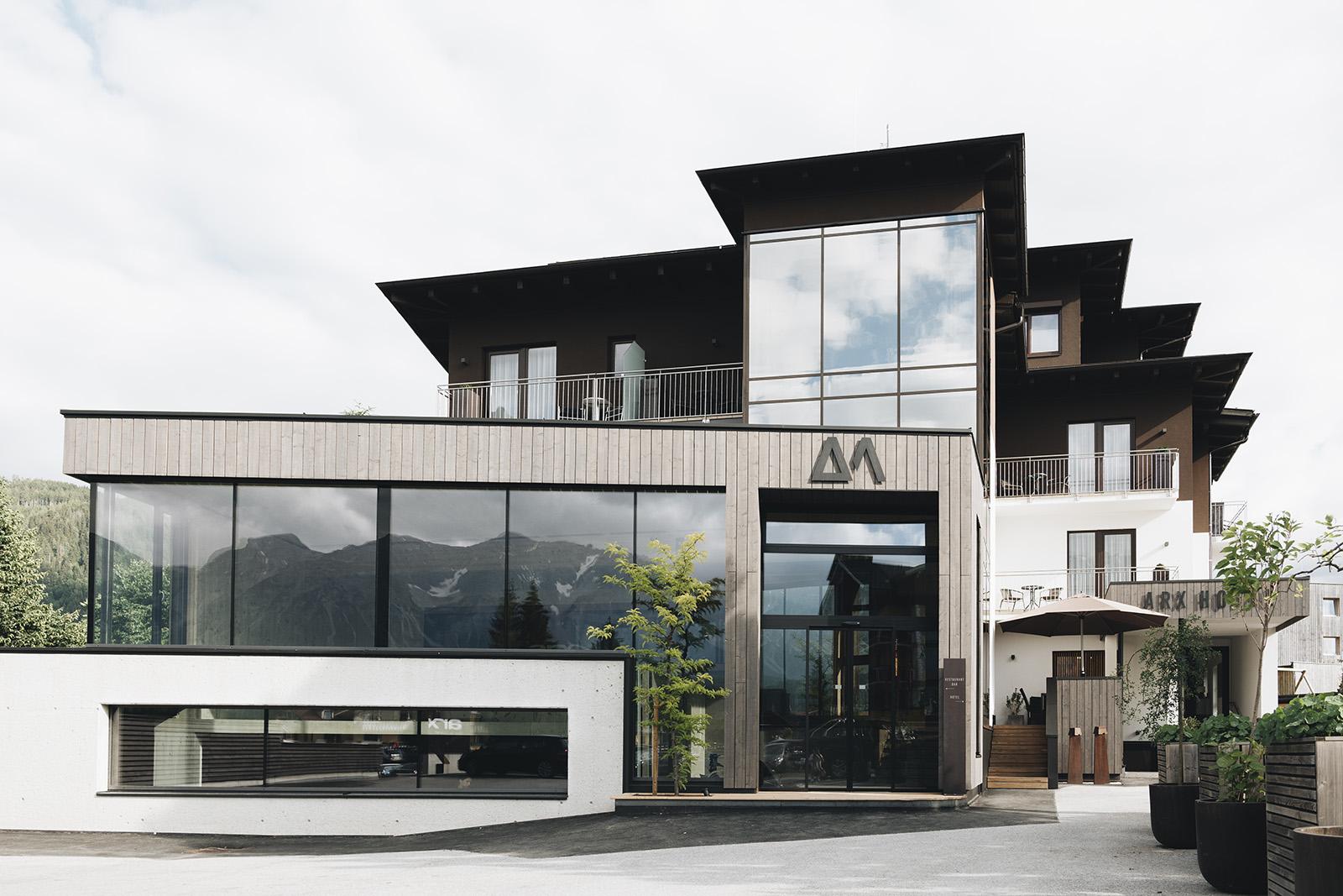 ARX Hotel in Schladming Rohrmoos Außenansicht an einem wolkigen Tag