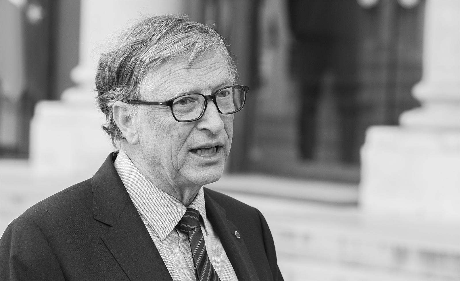 Bill Gates von Microsoft Profil in schwarz weiß