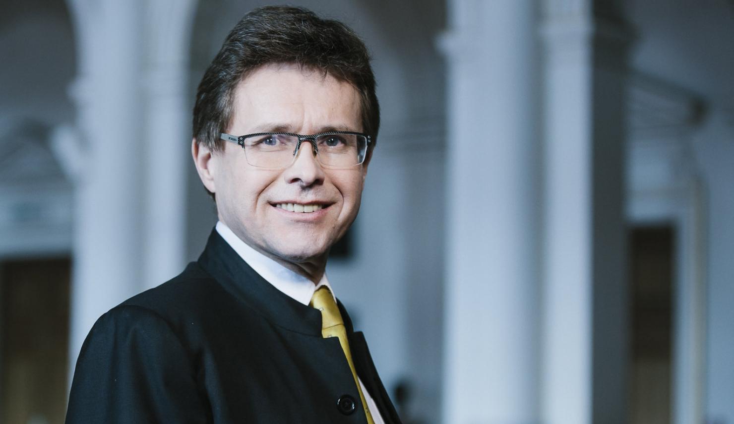 Rektor der Uni Graz Martin Polaschek mit Brille und Anzug
