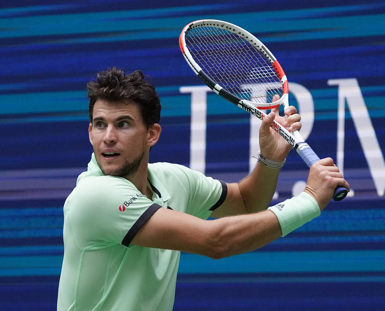 Frutura BioBienenApfel Botschafter Dominic Thiem spielt Tennis