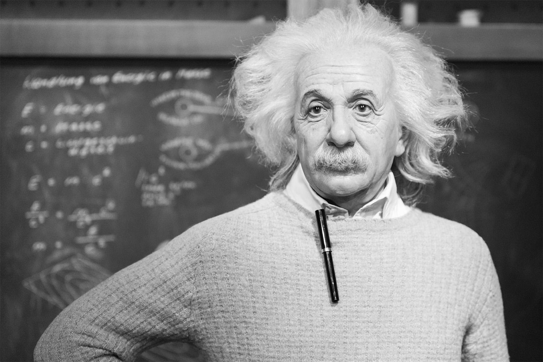 Bienenliebhaber und Nobelpreisträger Albert Einstein beim Unterrichten seiner Studenten